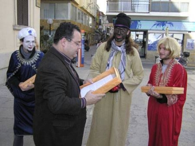 SOS Lloret patges reials porten asfalt a l'Ajuntament