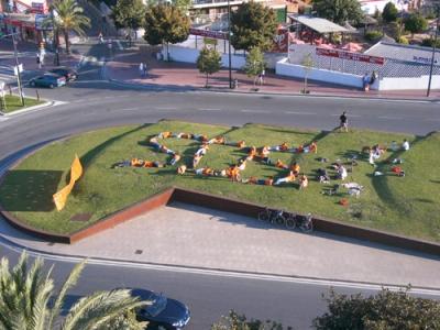 SOS Lloret ocupa simbòlicament rotonda Lloret